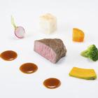 道産牛フィレ肉のポワレ 小さな野菜たちで囲んで道産山ワサビのマディラソース